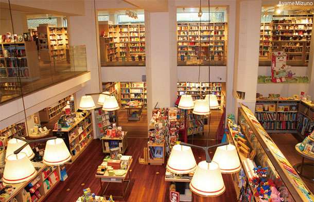 フォイルズ本店 Foyles, Charing Cross Road